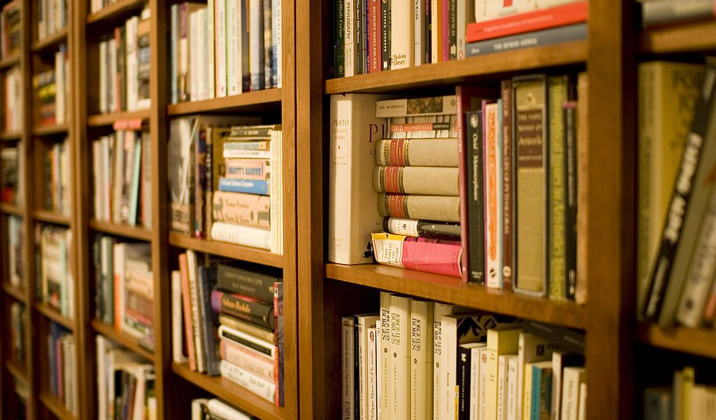 FRIENDS OF THE NARRAGANSETT LIBRARY ANNUAL BOOKSALE